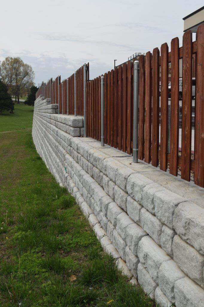 Redi Rock Retaining Wall Blocks By Si Precast With Fencing